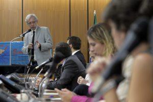 """Betão exige suspensão imediata da medida que demite vigilantes em Minas; """"economia é pequena, enquanto as isenções fiscais do governo são de bilhões"""""""
