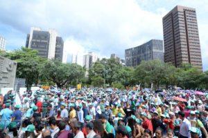 """Trabalhadores rurais ocupam a Praça da Assembleia em protesto contra a Reforma da Previdência; Betão afirma """"vamos juntos nessa luta"""""""