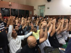Betão preside audiência pública sobre trabalhadores da Mercedes; empresa admite que parte da produção poderá sair de Minas Gerais