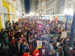 Jovens e trabalhadores lotam as ruas de Juiz de Fora em defesa da educação e contra a reforma da Previdência