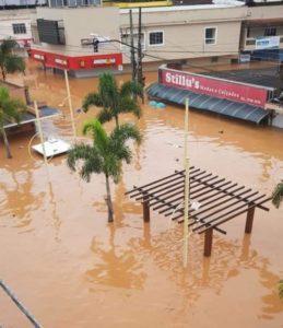 Enchentes provocam 57 mortes e deixam mais de 28 mil desabrigados em Minas Gerais