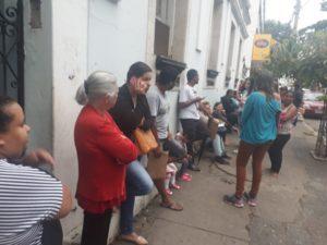 Sistema de pré-matrícula de Zema confunde pais e alunos e gera filas nas escolas em Minas Gerais