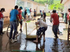 Cidades mineiras tentam reconstruir tudo após as enchentes