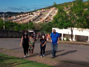 """Betão se reúne com moradores do Residencial Parque das Águas ll e discute importância do cumprimento da """"Lei do Hidrômetro"""", de sua autoria"""