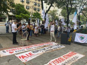 """Representantes dos atingidos por barragens protestam contra acordo fechado entre a Vale e o Governo de Minas; """"decisão tomada a portas fechadas e sem igualdade"""""""